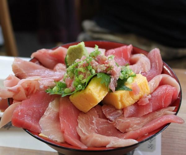 女川町「おかせい」さんのマグロ丼